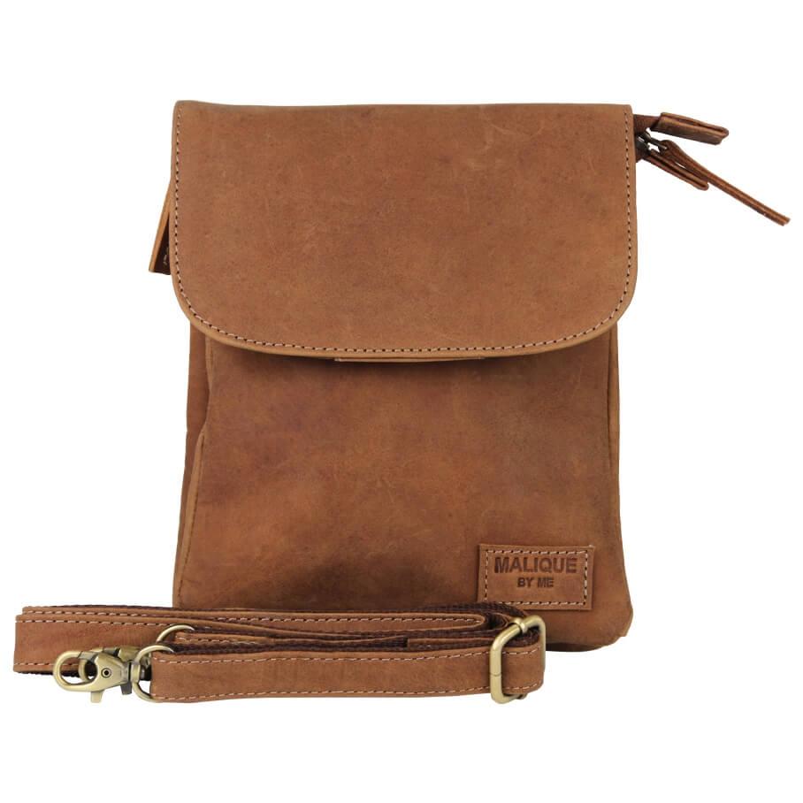 423fc3802cc Stijlvolle leren schoudertas van Malique by Me. De tas is gemaakt van hoogwaardig  leer en heeft een moderne uitstraling. Onder de overslag vindt u 2 ...