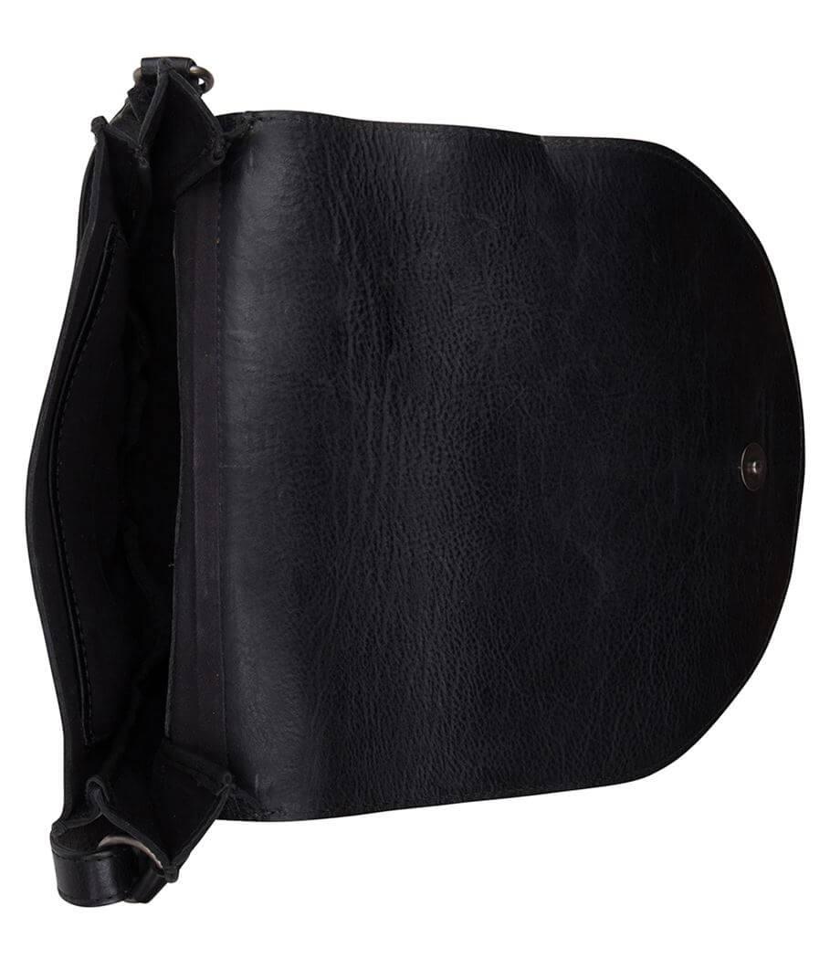 abe9d8a4ae0 ... Cowboysbag_Schoudertas_Bag-Cooper-000100-black-9782 (4). De Cooper Bag  is een gaaf crossbody schoudertasje met overslag van het merk Cowboysbag ...